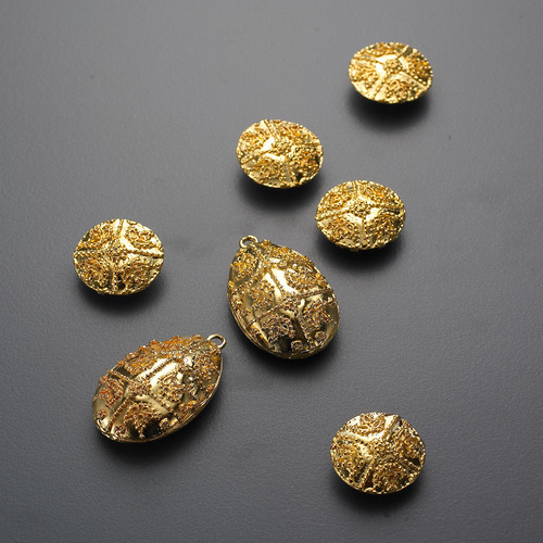DREAM OF MOONHI BUTTONS GOLD
